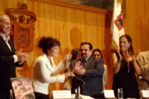Al momento de recibir el Mayahuel Foto: Alejandra Pedroza Marchena