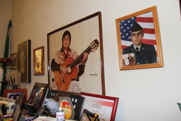 Fotografías de Jacinto y su familia musical. Foto: Lucía C.
