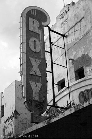 Imagen de un foto-reportaje tapatío que ilustra los espacios del centro cultural Roxy. Foto: Benjha Vidhal