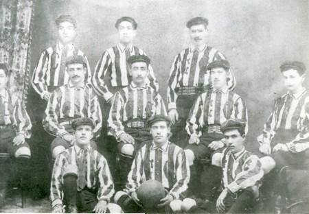 El uniforme en sus inicios (1906). Foto chivasdecorazon.com.mx